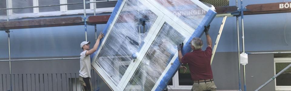 Firma Honikel bringt das neue Fenster- Terrassentürelement und montiert es!
